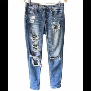 AE Ripped Tomgirl Distressed Jean Size 2R